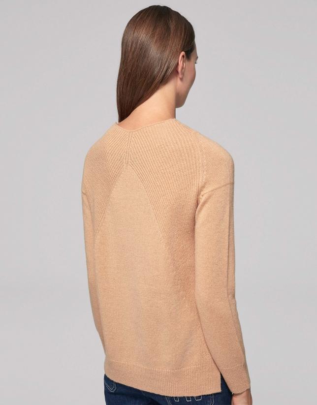 Pull laine épaule côtelée couleur noisette