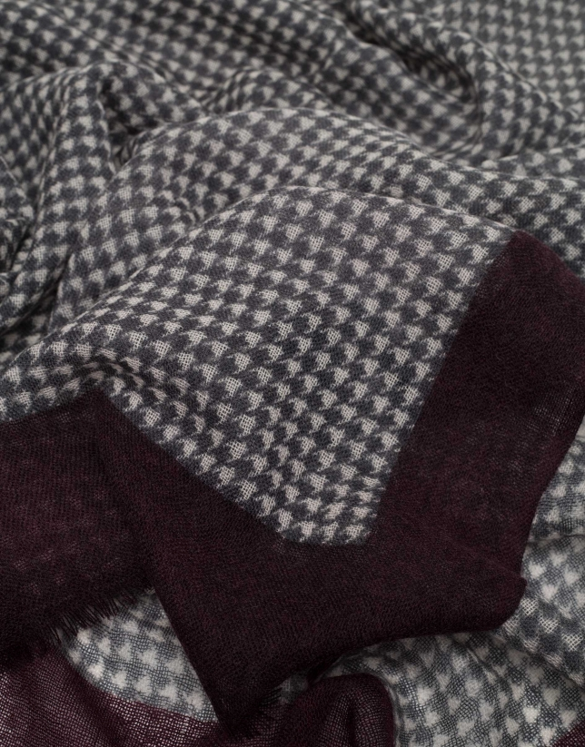 Gray and beige houndstooth scarf