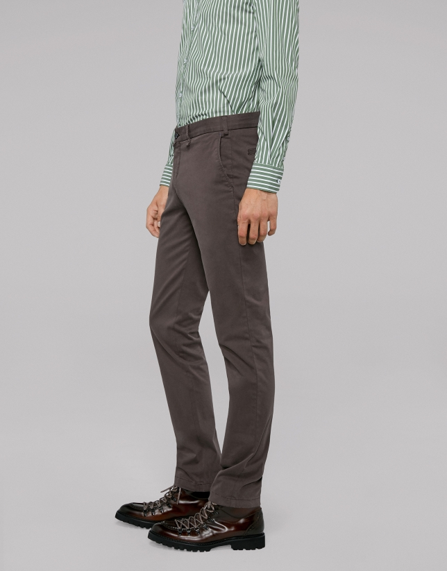 Pantalon chino en coton couleur café