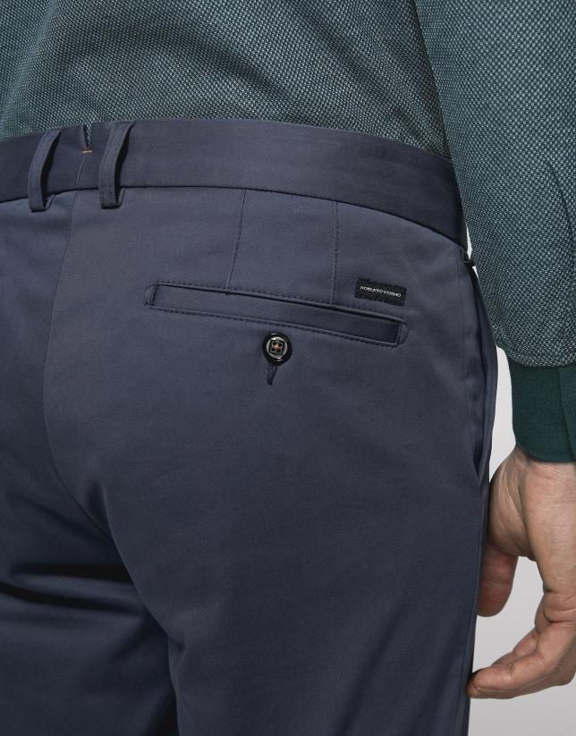 Pantalón chino regular azul medio