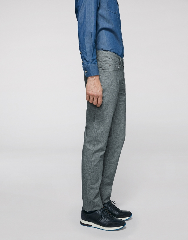 Gray pants with five pockets