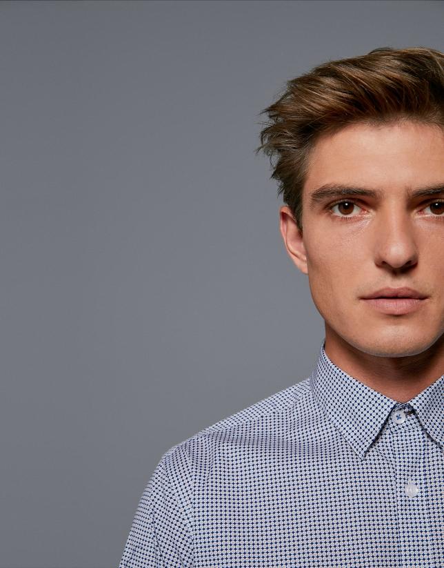 Camisa sport estampado geométrico azul/marrón