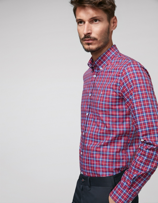 Chemise décontractée à carreaux en rouge, bleu et blanc