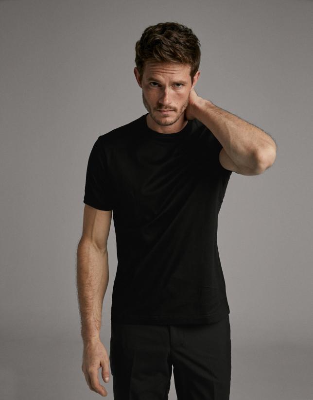 Black, short sleeve t-shirt