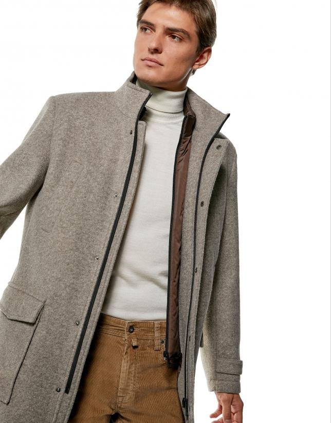 Manteau couleur vison avec plastron amovible