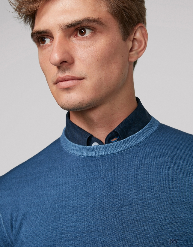 Blue dyed sweater with square collar