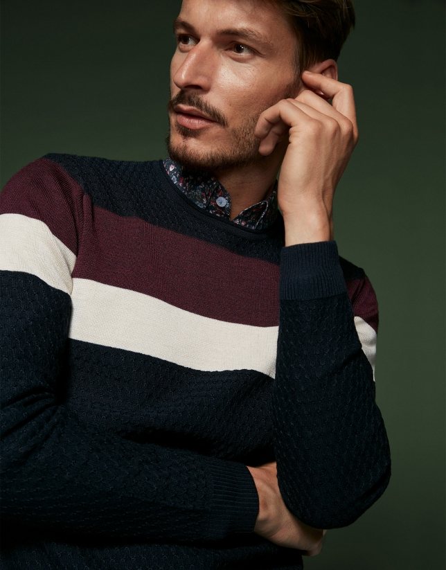 Pull en laine bleu marine à rayures