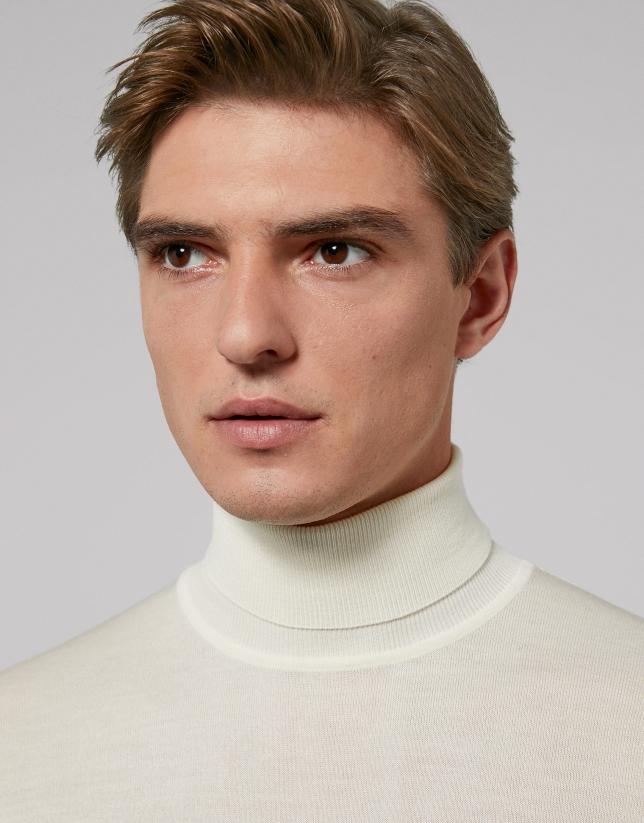 Jersey cuello cisne color crudo