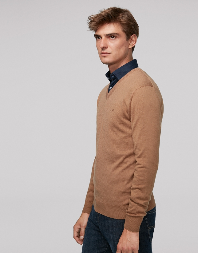 Camel wool sweater with V neck