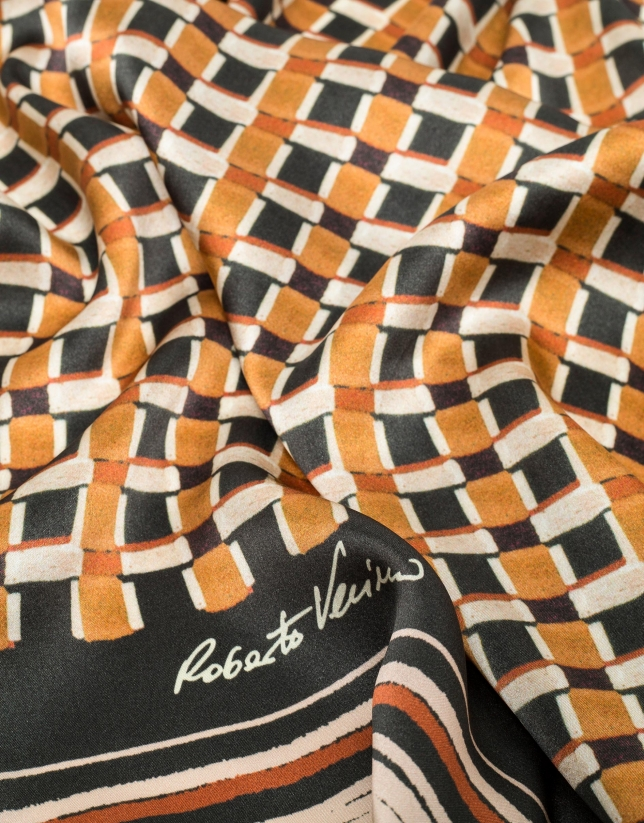 Foulard en soie imprimé géométrique ocre