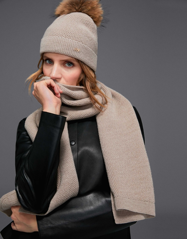 Plain beige knotted wool scarf