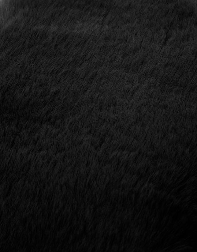 Black fur-effect scarf