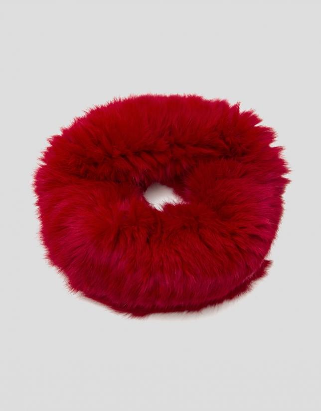 Red tubular fur scarf