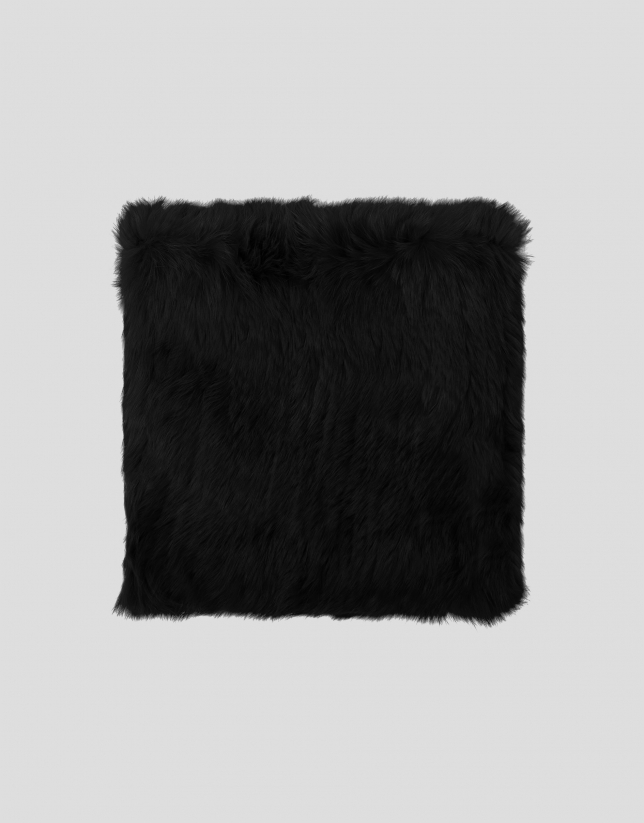 Black tubular fur scarf