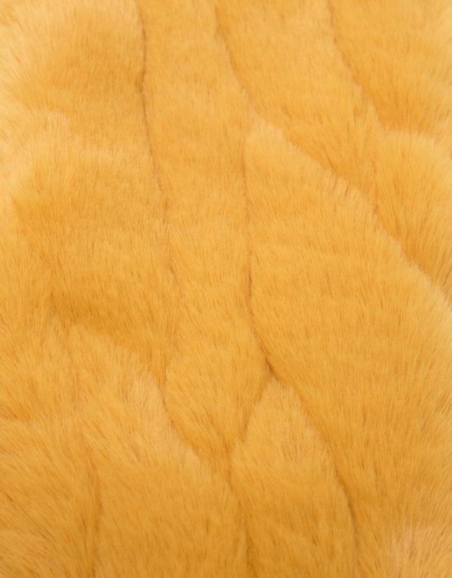 Mustard fur-effect collar