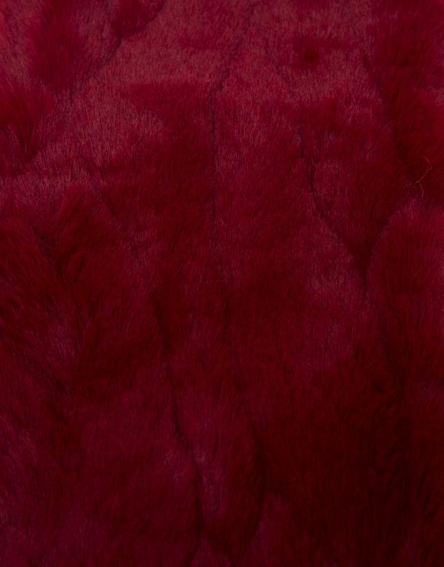 Burgundy fur-effect collar