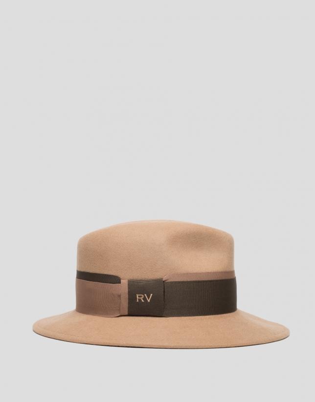 Chapeau en feutre camel avec ruban bicolore