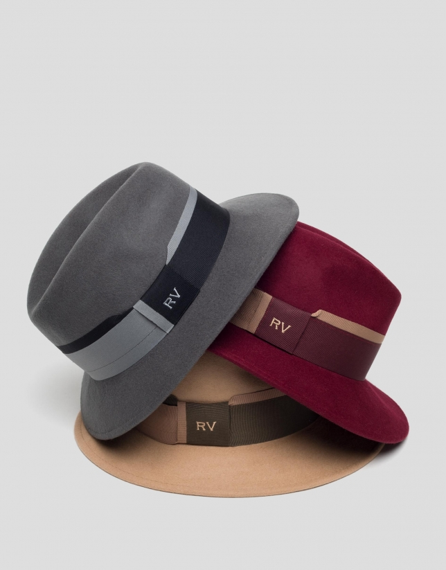 Camel felt hat with two-color ribbon