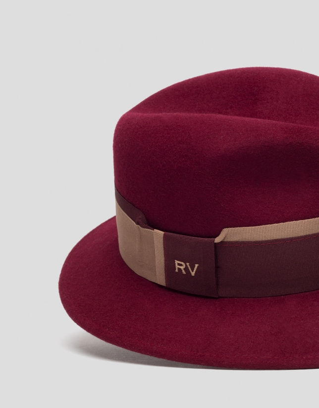 Burgundy felt hat with two-color ribbon