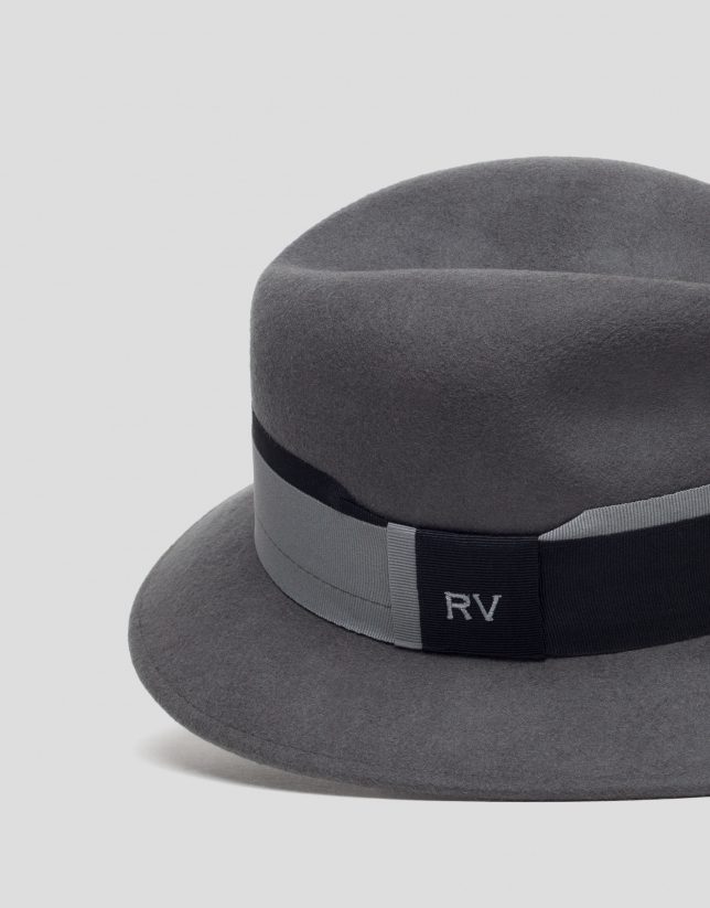 Gray felt hat with two-color ribbon