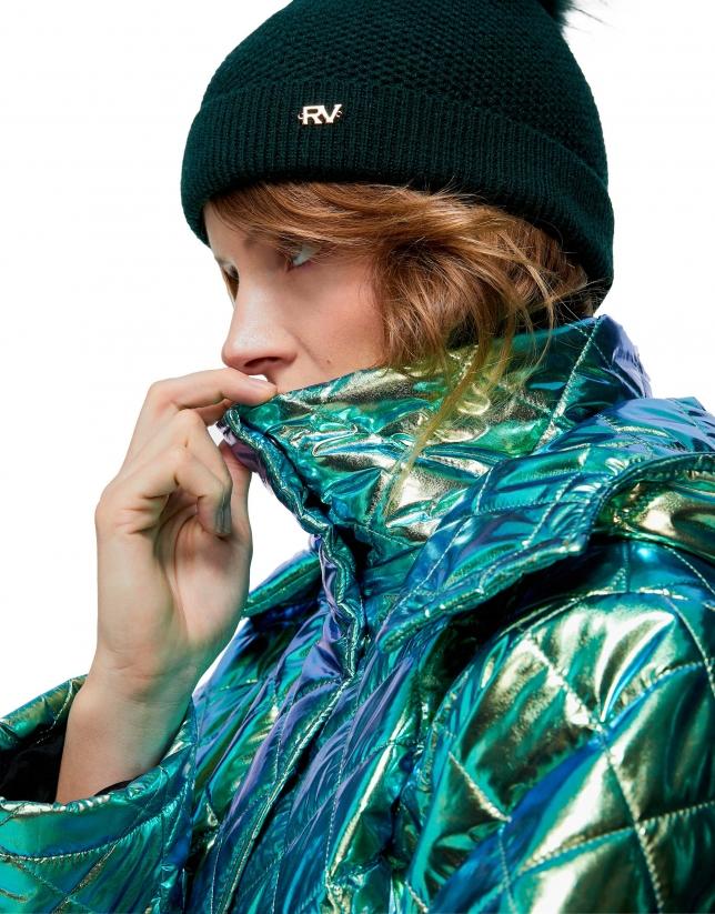 Bonnet en maille à nœuds vert avec pompon