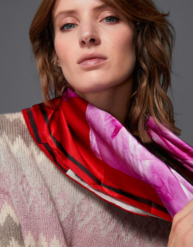 Print silk scarf by Lulú
