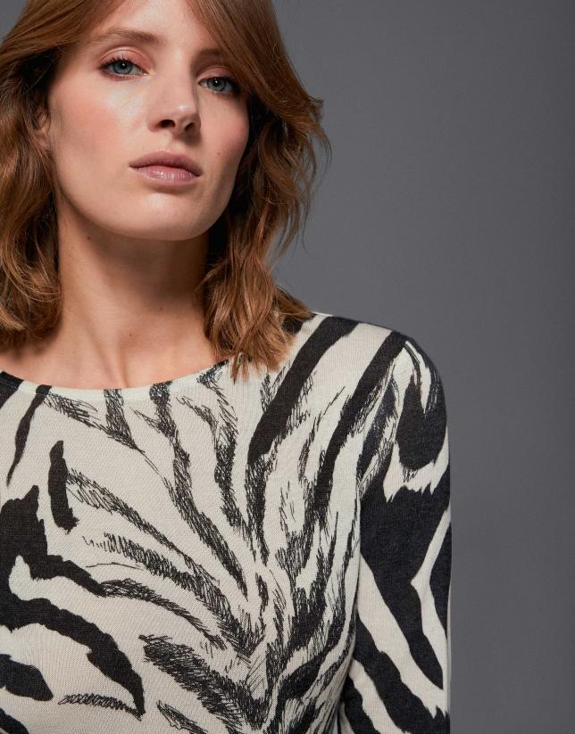 Camiseta punto estampado cebra tonos negros