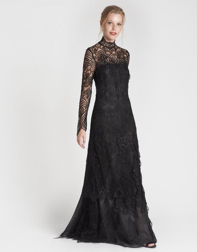 Vestido largo encaje y plumas negro