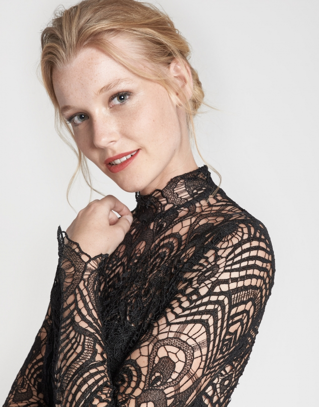 Long black lace dress with feathers