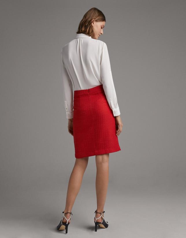 Falda midi carmín con abertura