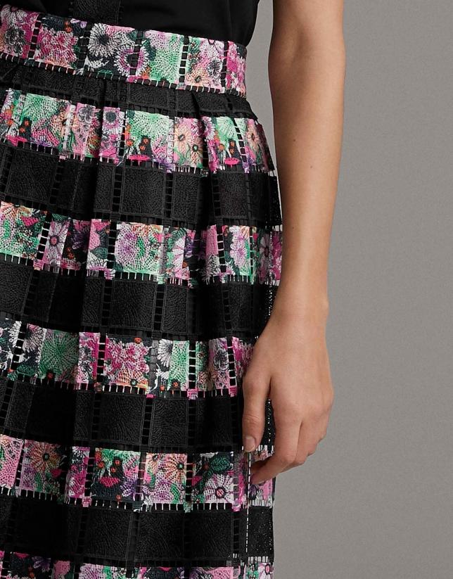 Falda larga negra con encaje colores