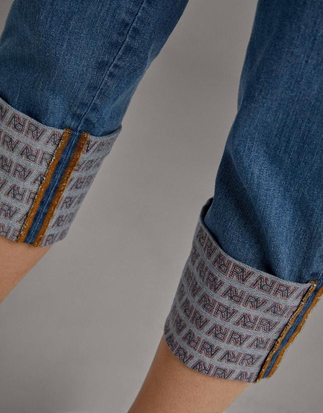 Pantalón vaquero azul cintura alta y cinturón