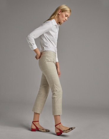 Straight ankle-length pants with black lace