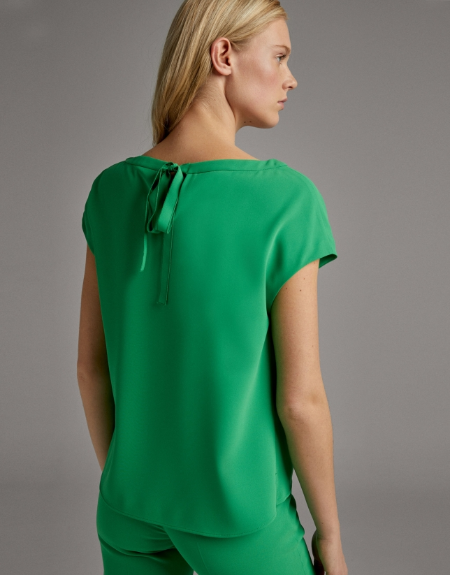 Green flowing shirt with short sleeves
