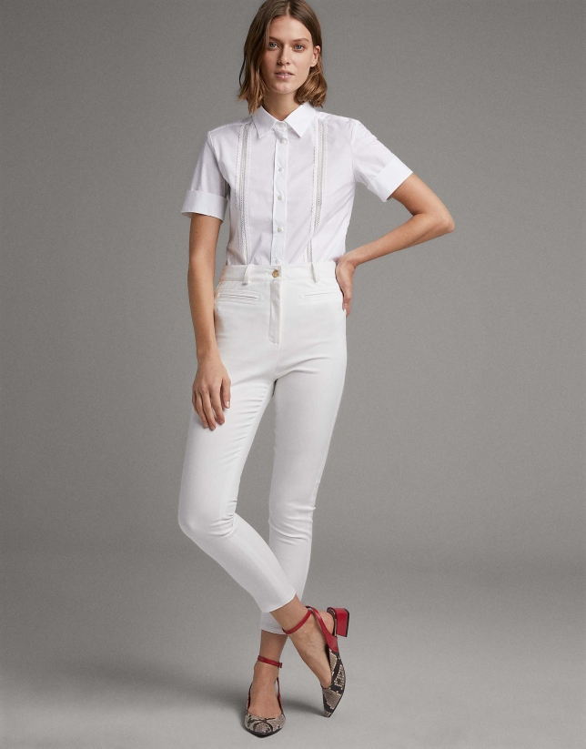 White shirt with short sleeves and lace ribbon