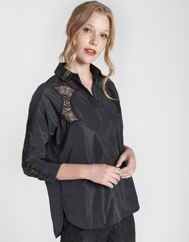 Camisa manga murciélago negra con bordado