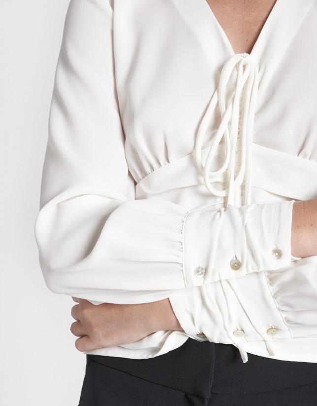 Camisa manga larga drapeada crudo