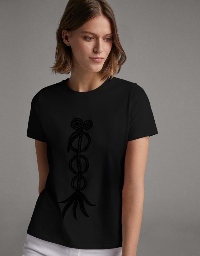 Camiseta  con bordado étnico