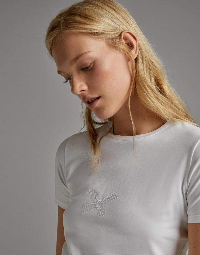 Camiseta blanca con bordado pájaros