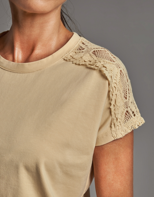 Yellow short-sleeve top with chantilly lace