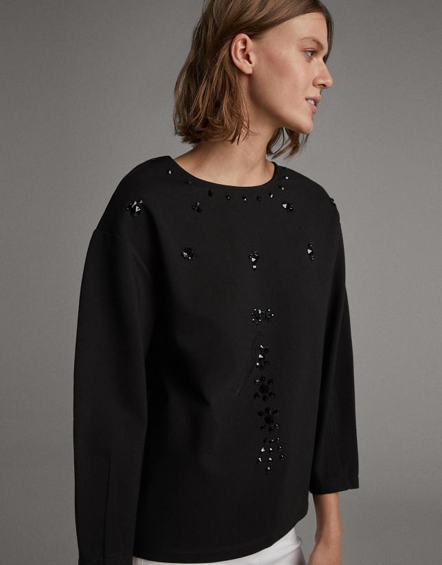 Black sweatshirt with long sleeves and rhinestones