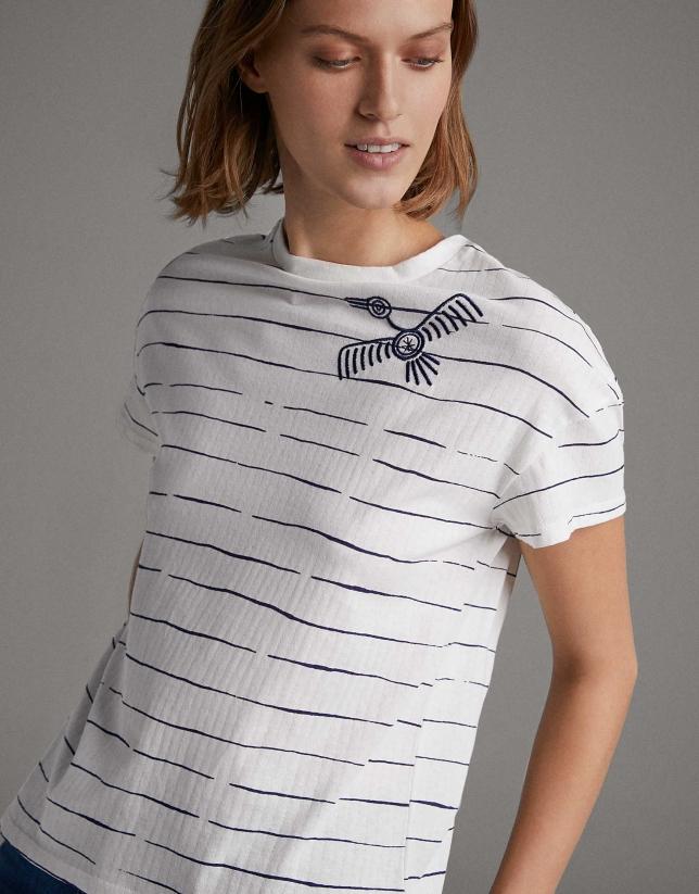 Camiseta rayas azul con pájaro bordado