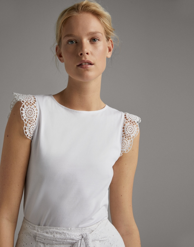 Camiseta manga corta de puntilla en blanco