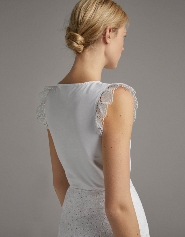 White top with flounce sleeves and lace