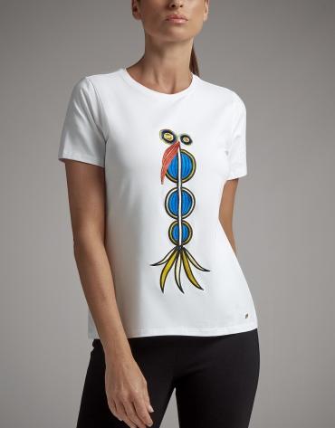 Camiseta blanca con bordado étnico multicolor