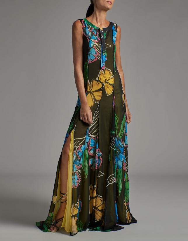 Long sleeveless flowing dress with floral print