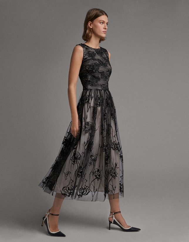 Vestido midi plisado tul bordado negro