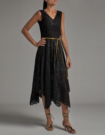 Sleeveless dress with English embroidery