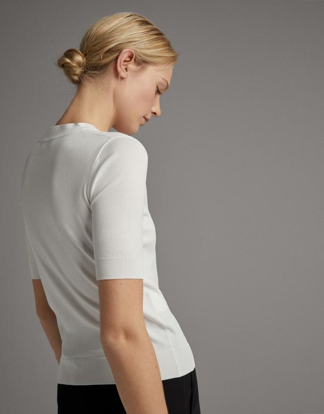 Jersey blanco escote pico y lazada con metálica