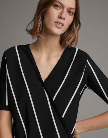 Jersey rayas negro y blanco y escote cruzado